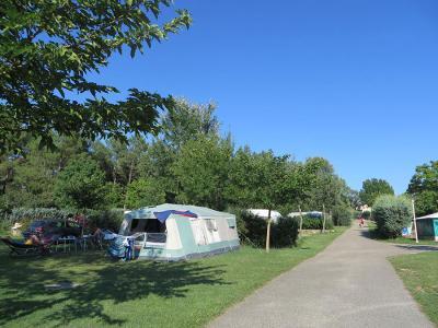 Camping La Rouvière Les Pins, Vagnas